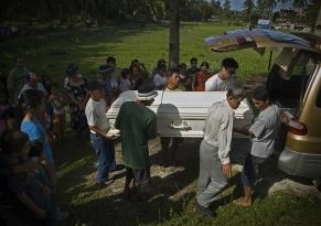 Lolas begravning