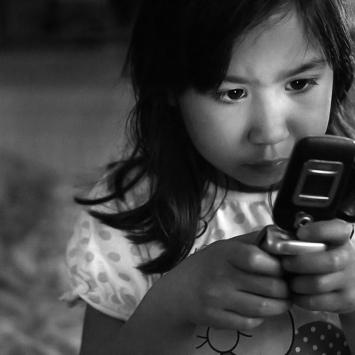 Sabina med mobil